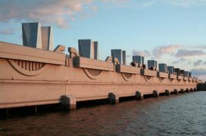 В Санкт-Петербурге идет борьба за право обслуживать комплекс защитных сооружений.